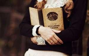 mood-girl-book-bokeh-wallpaper-53ca82156dd51